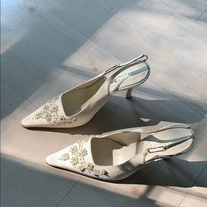 Badgley Mischka white shoes size 7 1/2